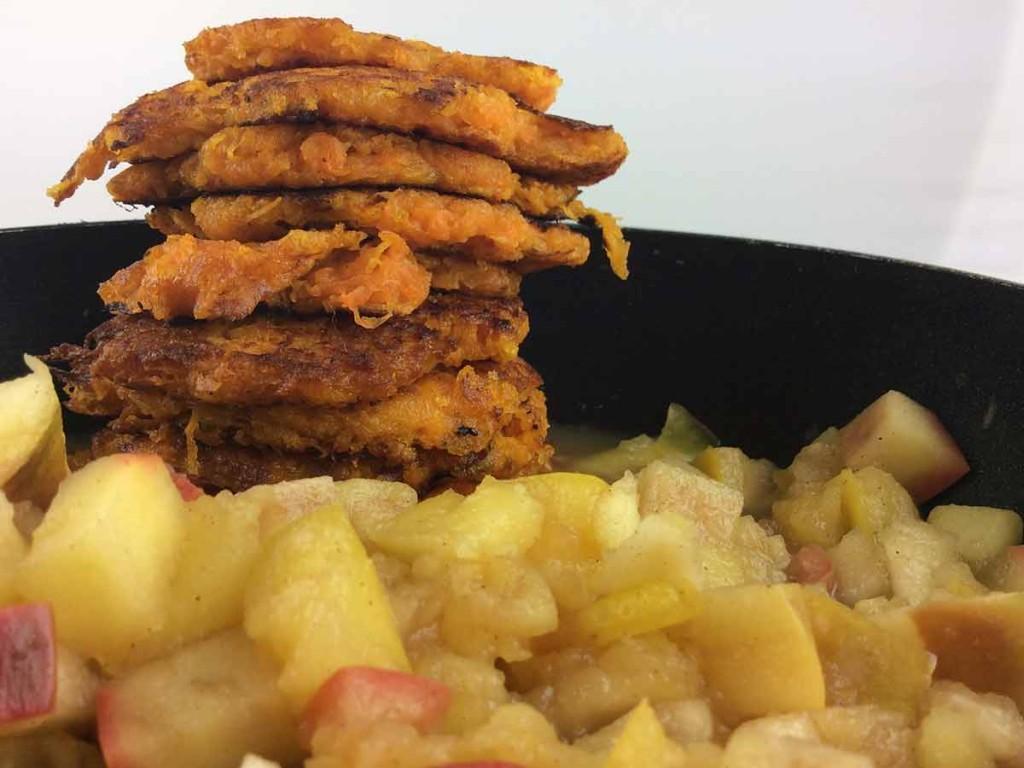 Süßkartoffel-Puffer mit fruchtig zimtigen Äpfeln